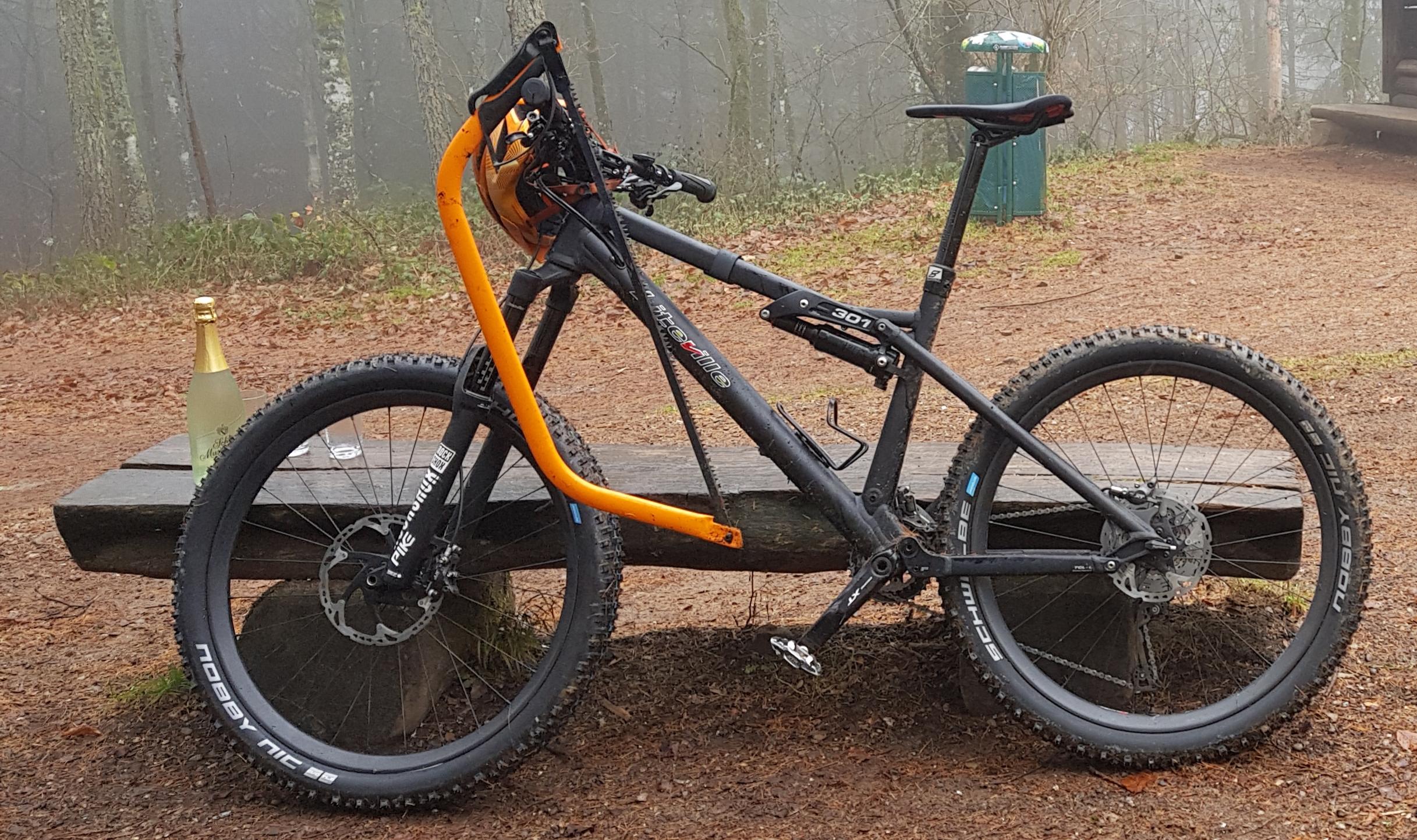 Im Bild: Geräte für die Trailpflege